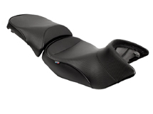 World Sport Performance Seat<br><br>BMW R1200GS/GSA 04+, CarbonFX/Black welt/BMW tag, front and rear.